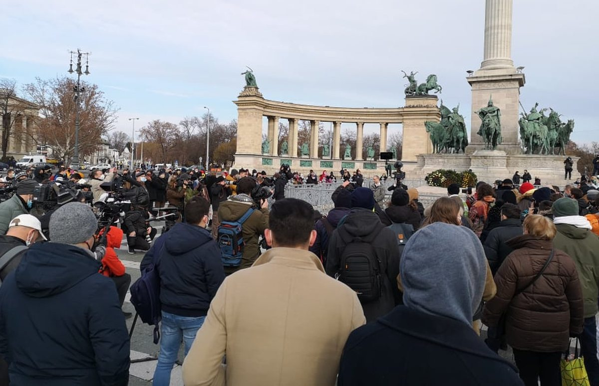 Restrictions Protest at Heroes' Square Foreshadows Further Defiance