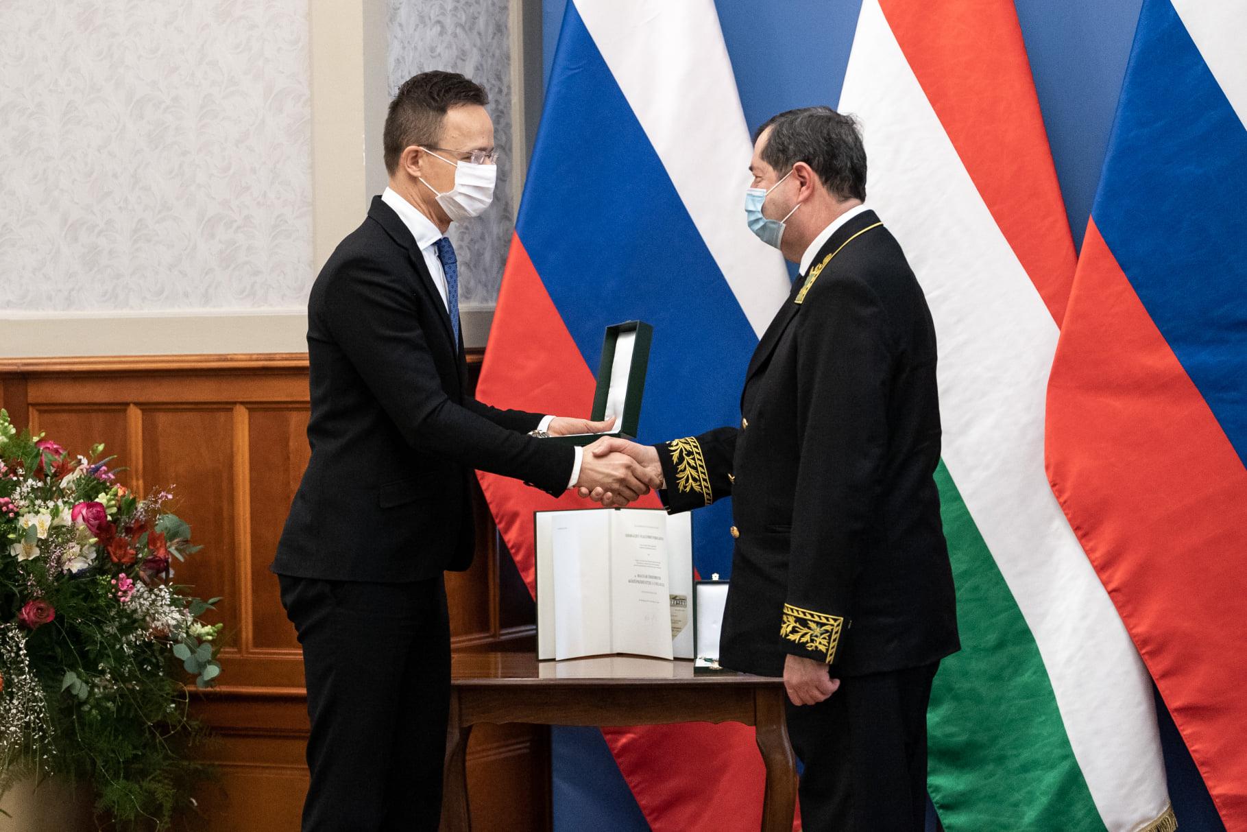 FM Szijjártó Awards Order of Merit to Outgoing Russian Ambassador