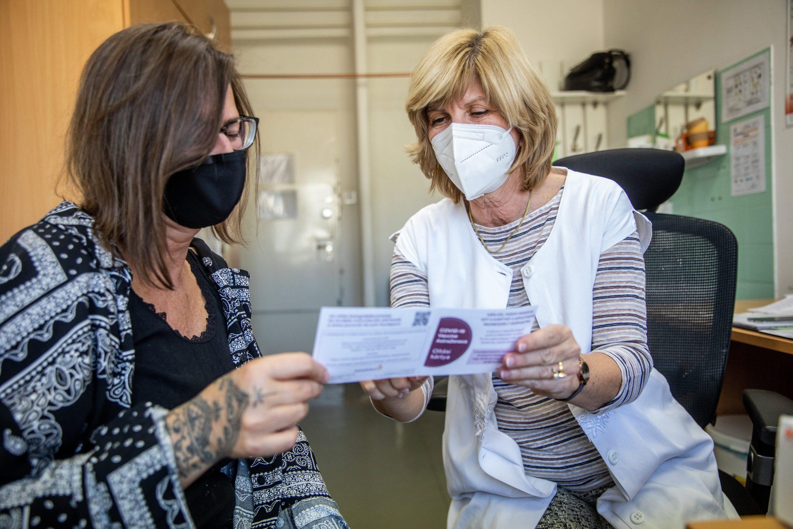 Bureaucracy Blocks Hungary's Foreign Citizens from Immunity Certificates