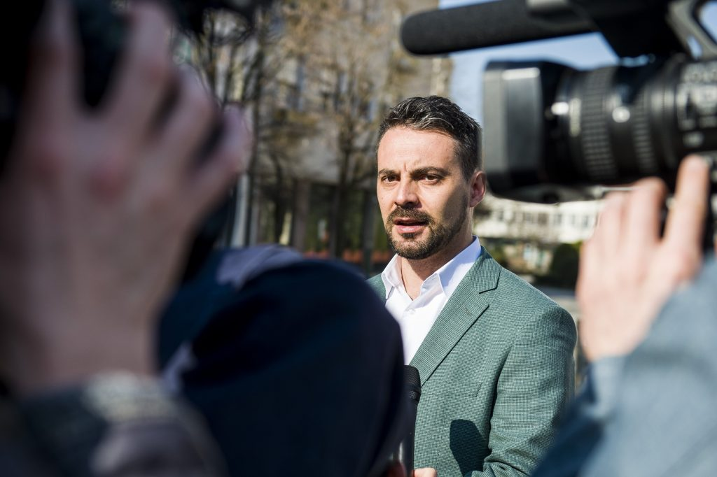 Online Referendum on Voting Abilities of Hungarians Working Abroad to be Launched by Former Jobbik Leader Vona post's picture