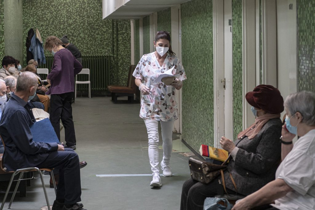 Tens of Thousands Await Surgeries in Hungary Before Start of 4th Covid Wave post's picture