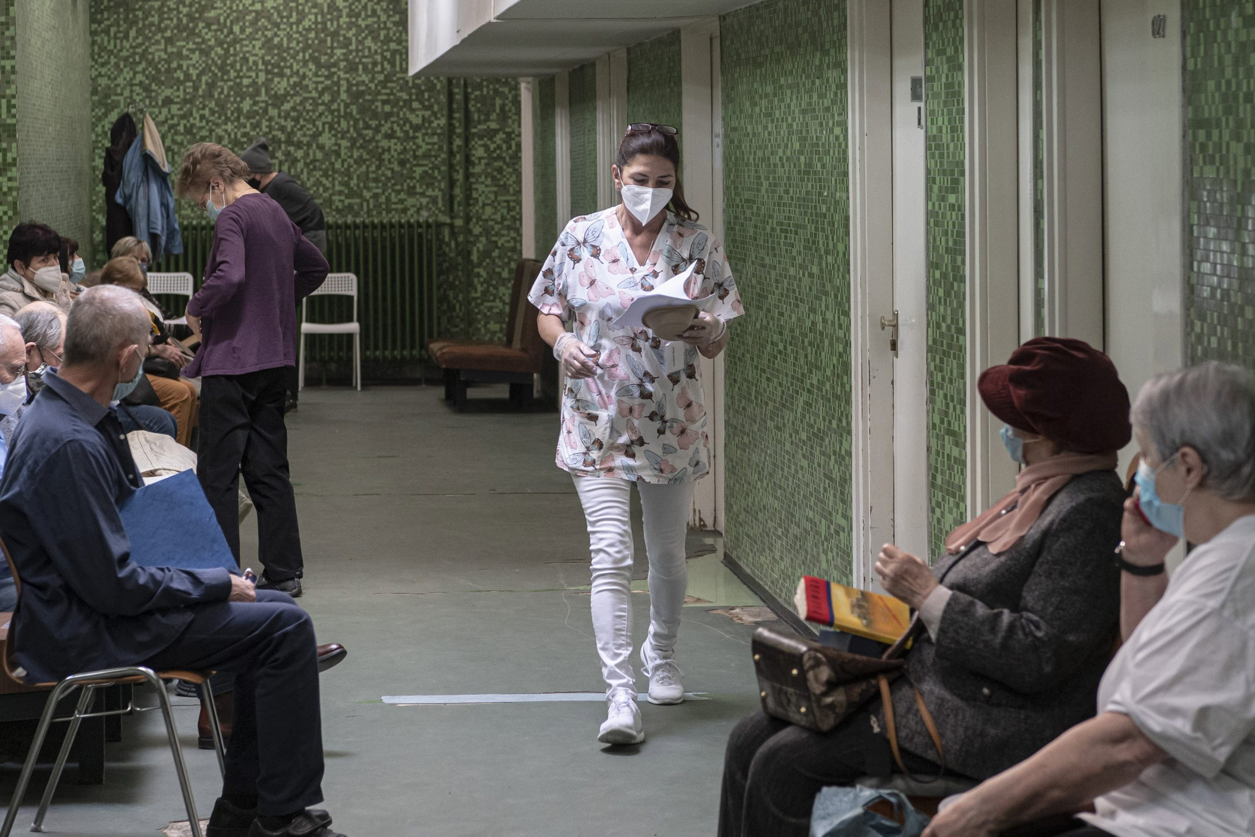 Tens of Thousands Await Surgeries in Hungary Before Start of 4th Covid Wave