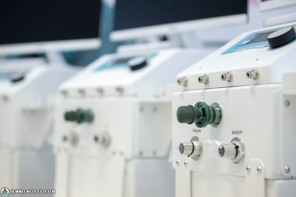 Coronavirus: Semmelweis Uni Receives First Hungarian Ventilators post's picture