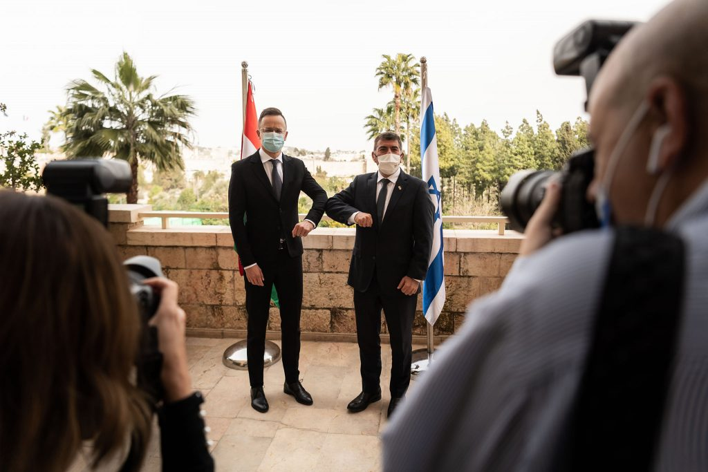 Trade Minister: Hungary to Cooperate with Israeli Firm on Test Kit Production post's picture