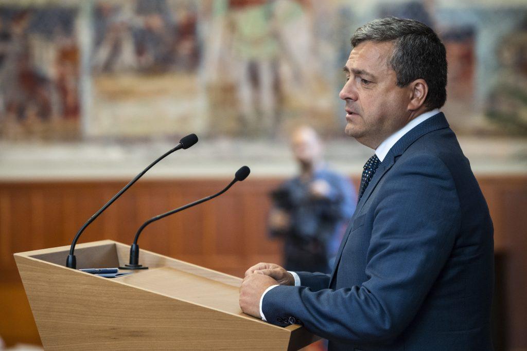 Fidesz MP Bányai on Ventilator for 50th Day post's picture