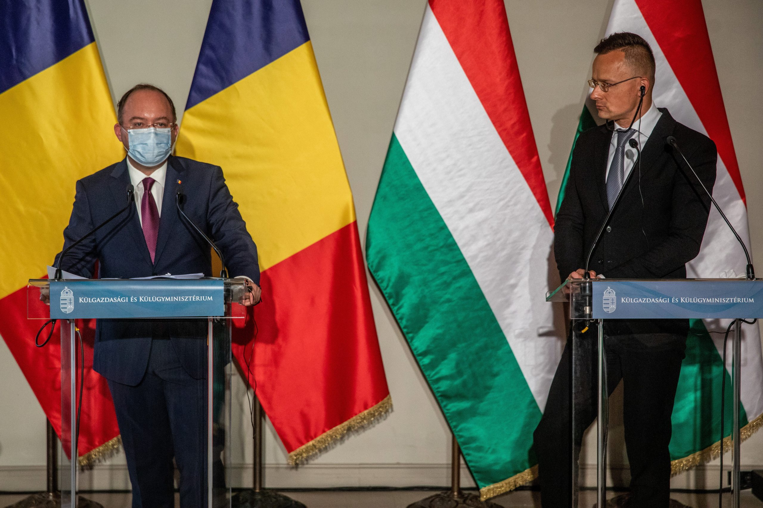 Romania and Hungary to Accept Each Other's Immunity Certificates
