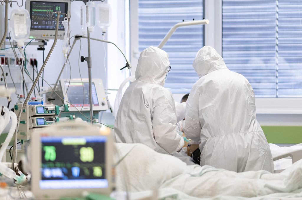 Coronavirus: 4 Fatalities, 458 New Cases Registered in Hungary post's picture
