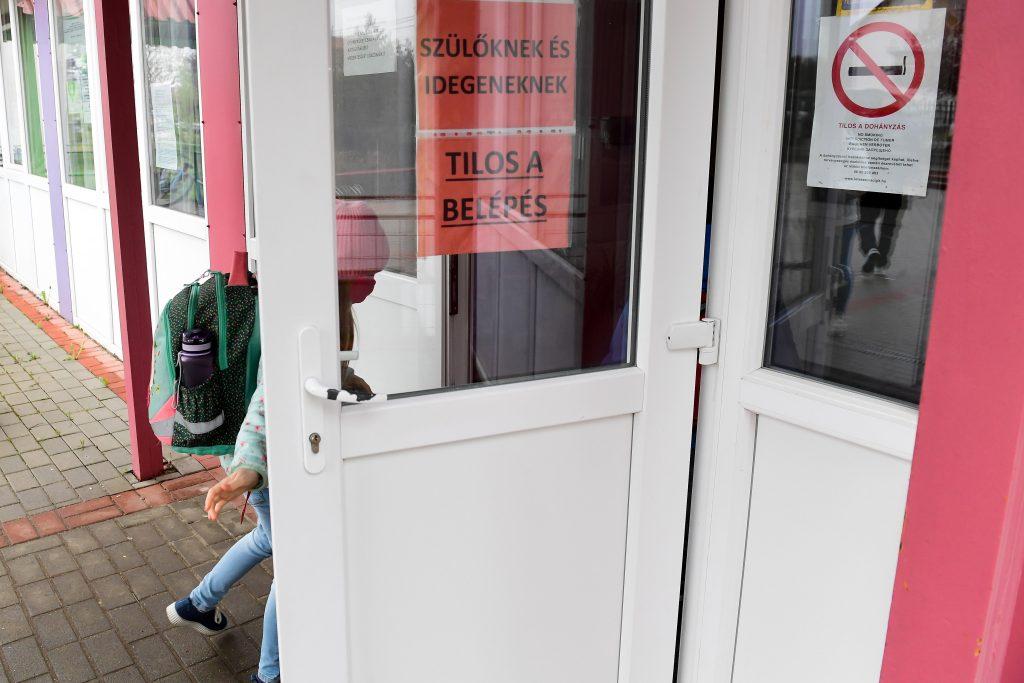 Gov't Prepares for In-Person Public Education Despite Hungary Nearing Fourth Covid Wave post's picture