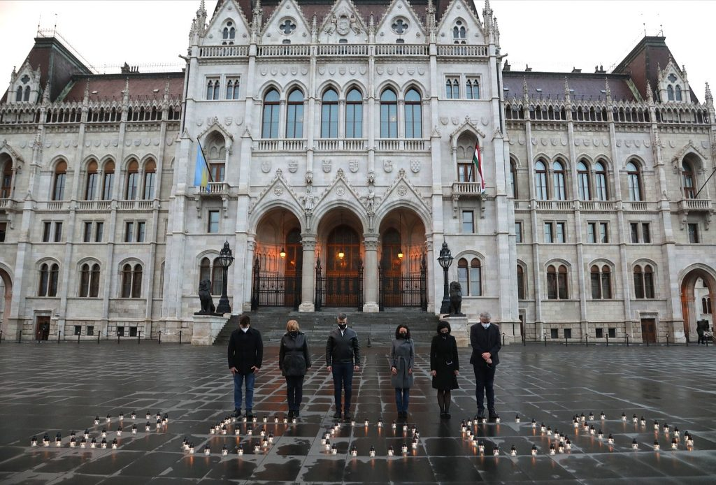 Opposition Lights Candles for 25,000 Covid Victims post's picture