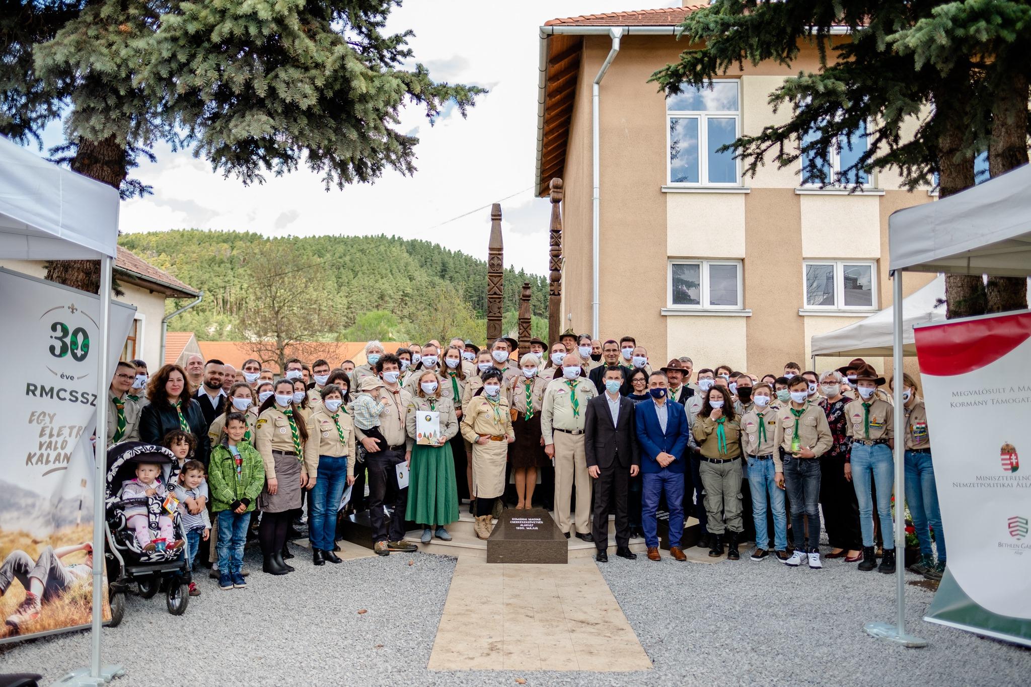 State Secy Potápi Inaugurates Scouting Monument in Gyergyószárhegy