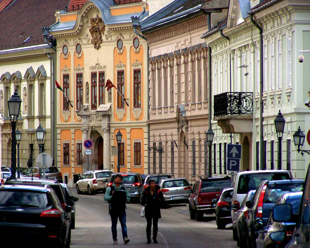 Fidesz's New Bill on Sale of Council-Owned Properties Draws Criticism post's picture
