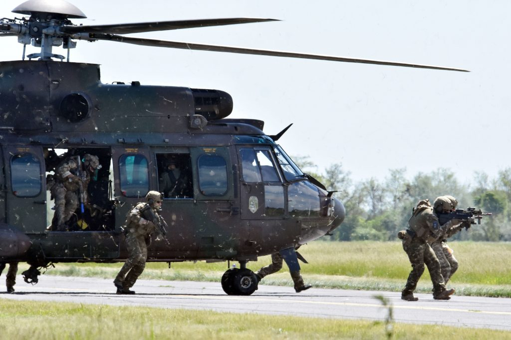 Special Manoeuvres Presented as Part of Black Swan Military Exercise – PHOTOS! post's picture