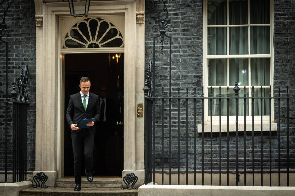 FM Szijjártó: All Agreements in Place for Post-Brexit Cooperation With UK post's picture