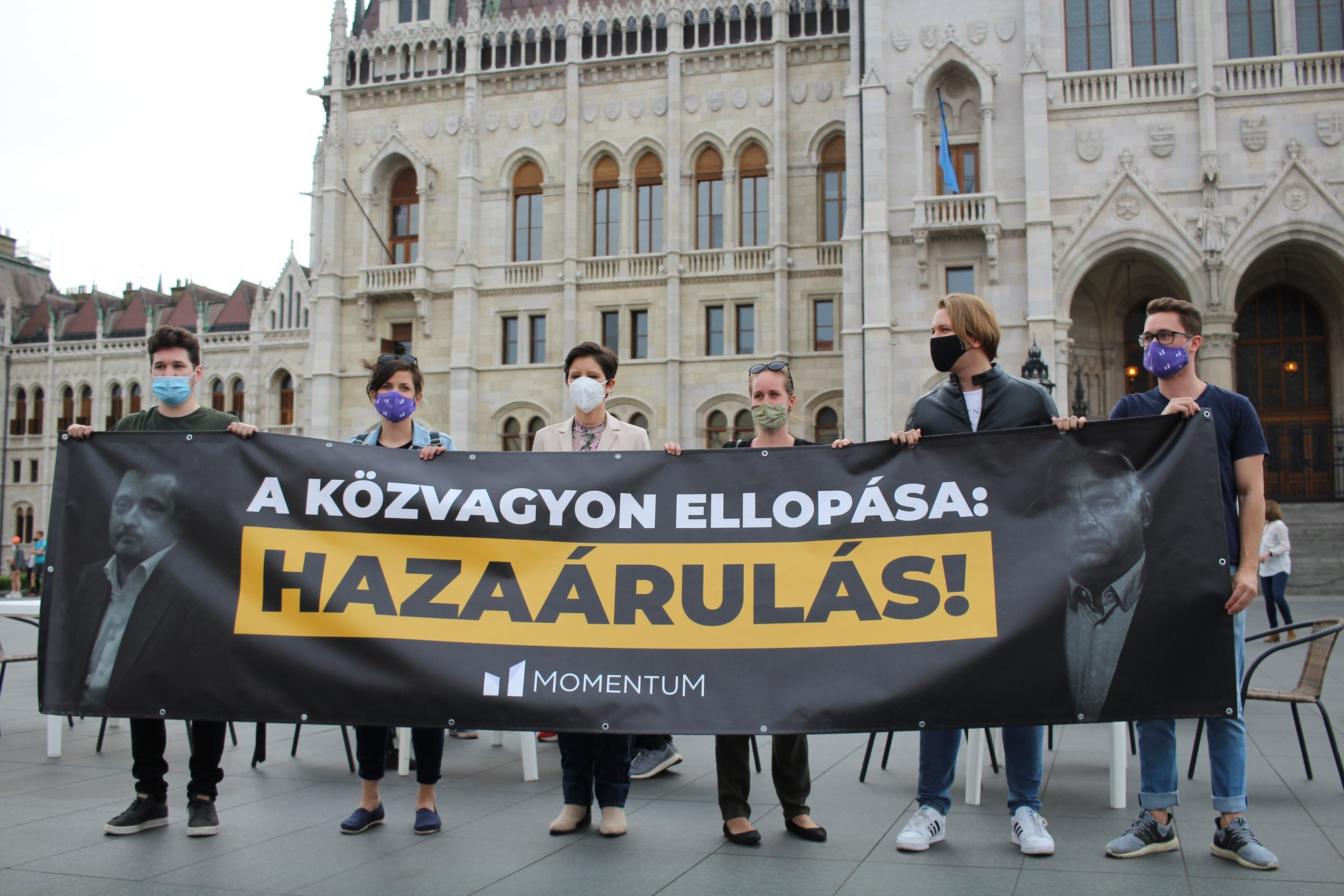 Momentum Sets Up 'Terrace' at Parliament To Protest Hungary's 'University Privatization'