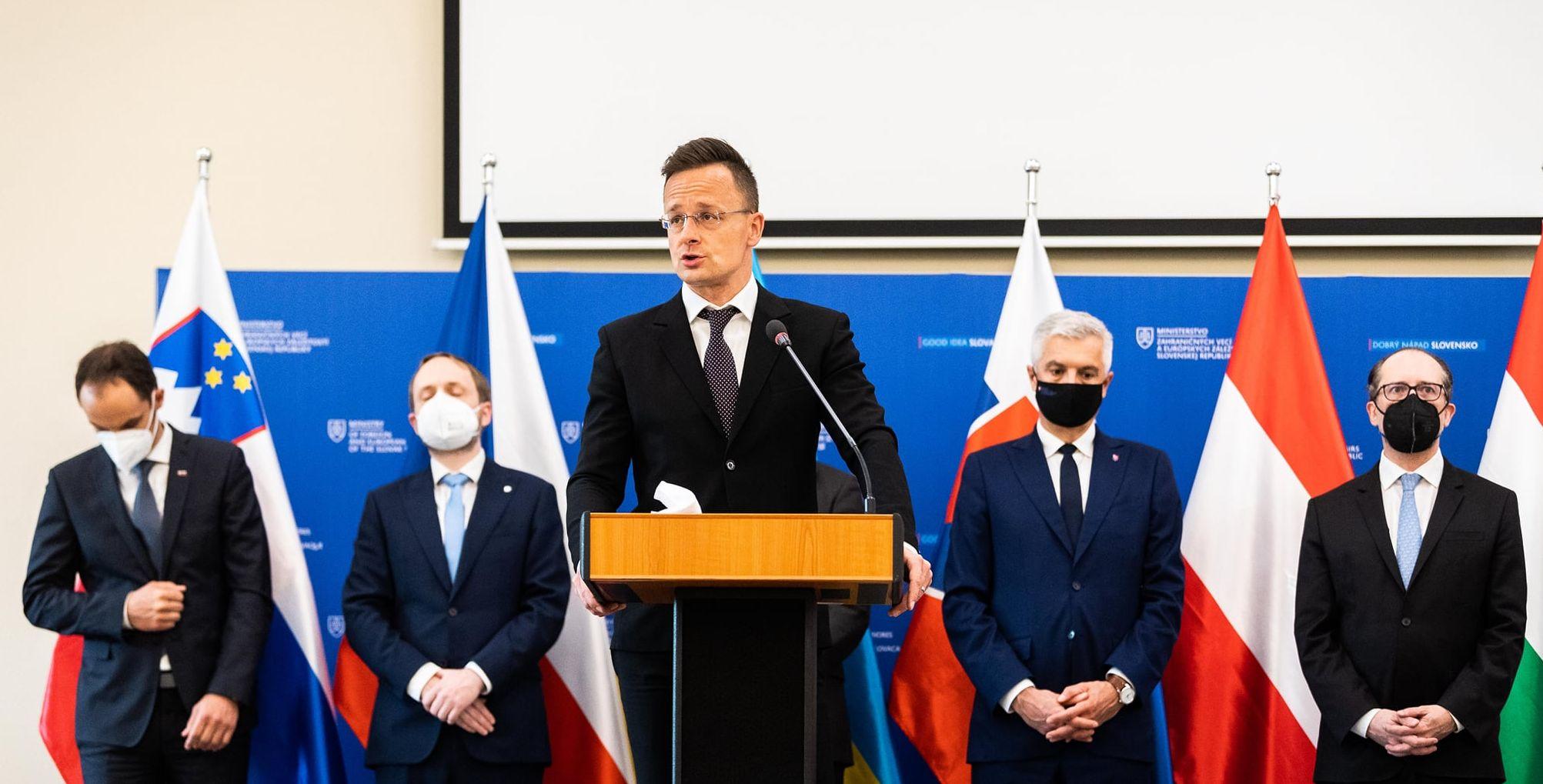 FM Szijjártó: Central Europe Should Excel in Approving Immunity Certificates