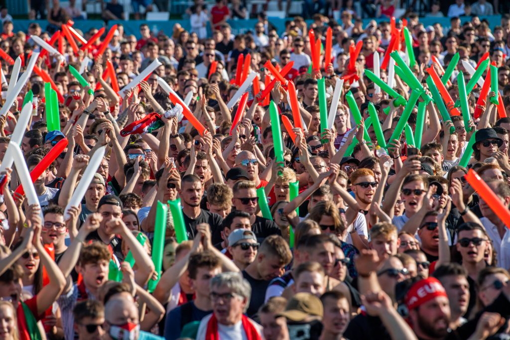 Football is About Passion: Hungarian Fans March to First Domestic EC Match Ever – PHOTOS! post's picture