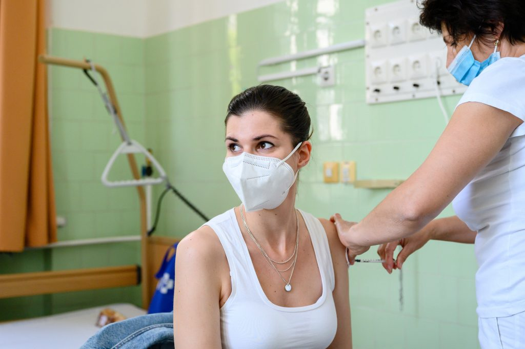 """Hungary Starts Third """"Booster"""" Vaccination Campaign Amid Serious Debate post's picture"""