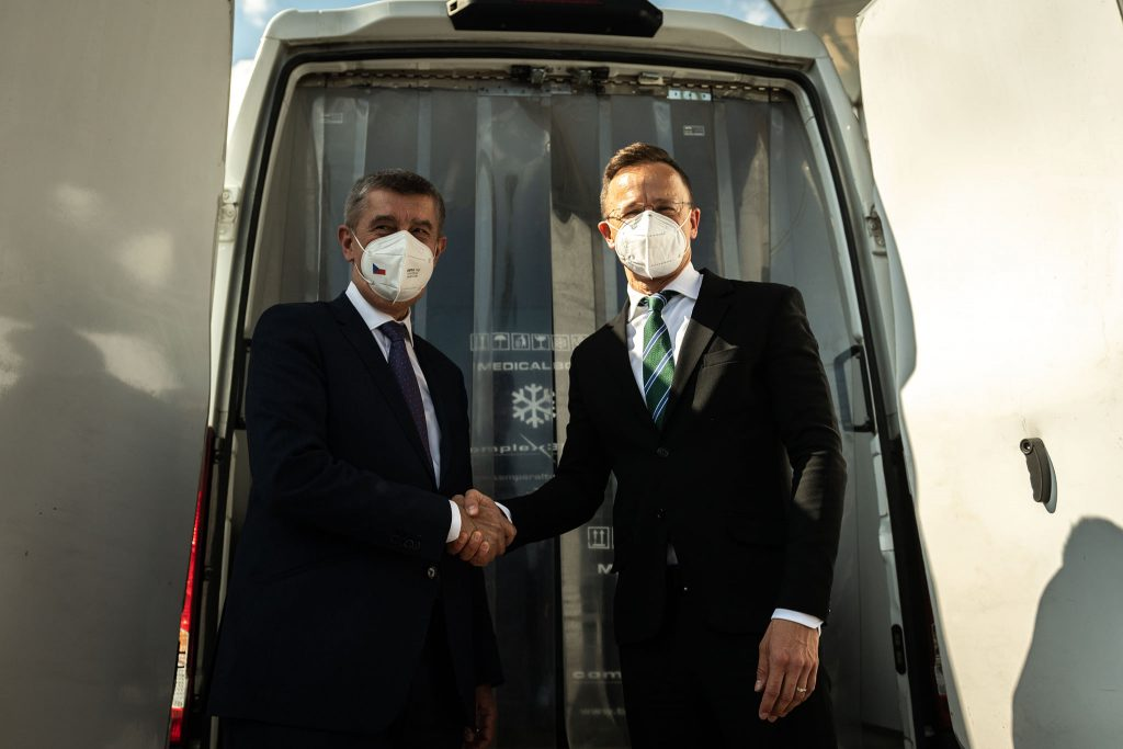 FM Szijjártó Presents 41,000 Doses of Pfizer to Czechia post's picture
