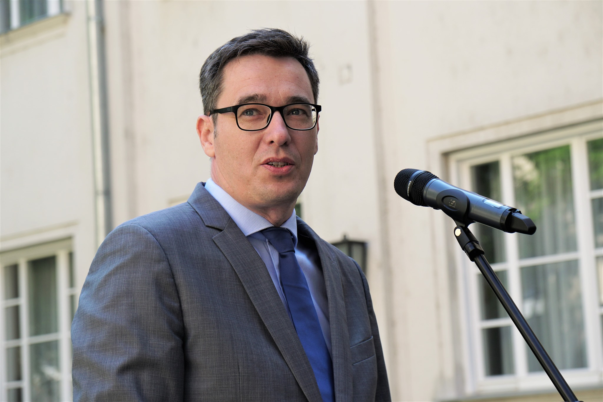 PM Candidate Karácsony Presents First Part of 99 Movement Program