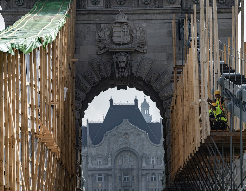 Hungary's Chain Bridge Renovation: Restoring a Monument – Photos! post's picture
