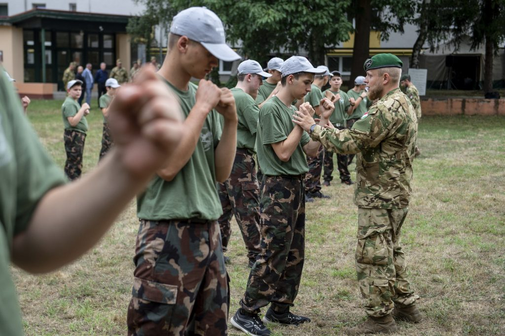 Military Offers New Volunteer Service to Youth post's picture