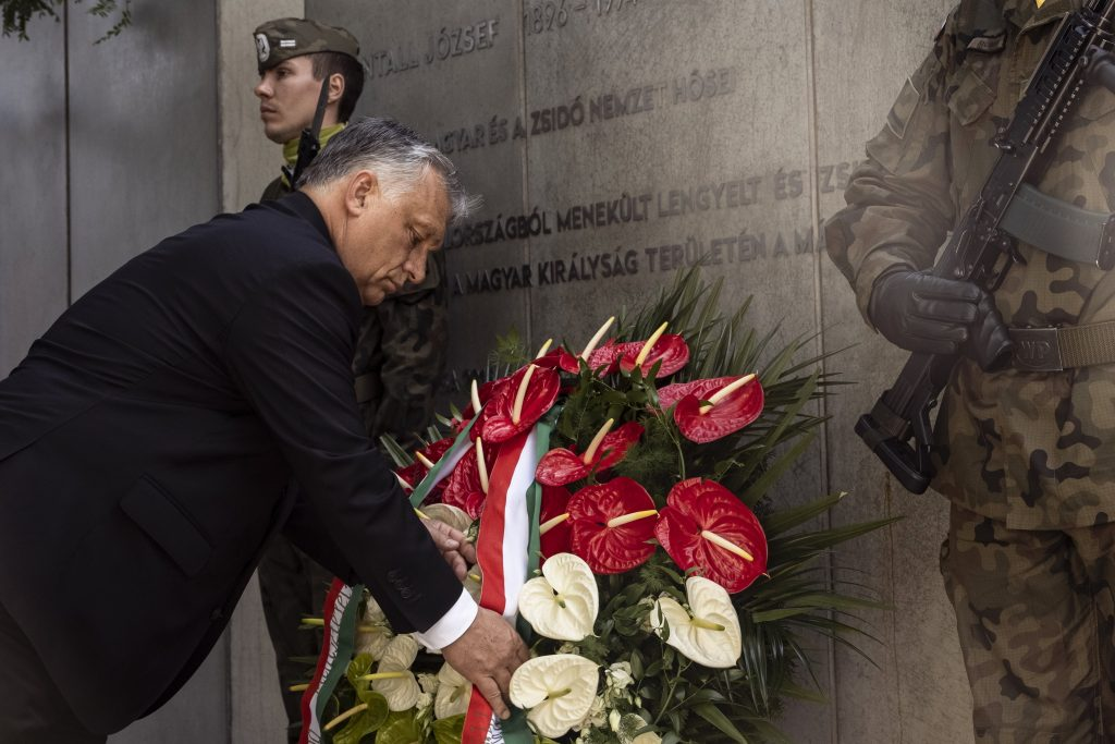 Orbán and Morawiecki Lay Wreaths at Katowice Memorial post's picture