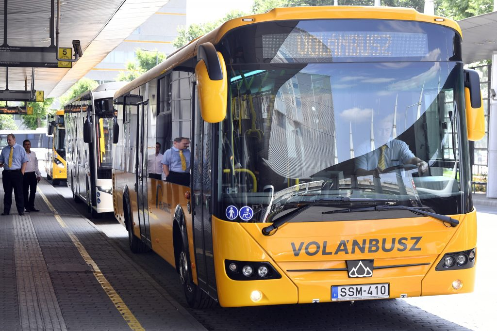 Párbeszéd Proposes Expanding Free Public Transport for Children to Pest County post's picture