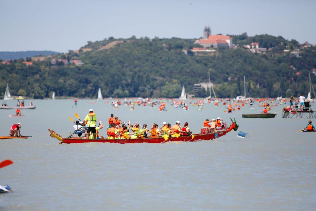 More Than 4,000 Kayak Across the Balaton post's picture