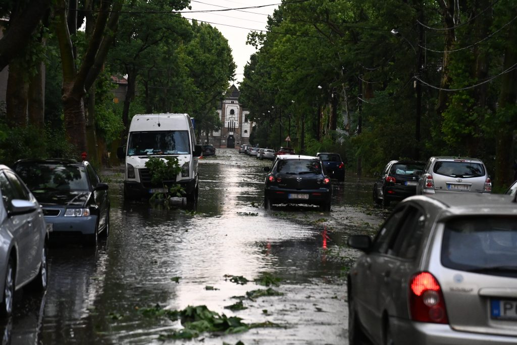 Huge Storm Hits Budapest post's picture