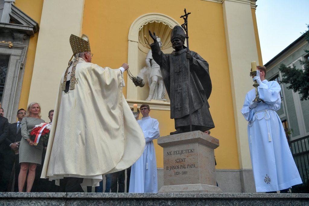 Pope John Paul II Statue Inaugurated in Debrecen post's picture