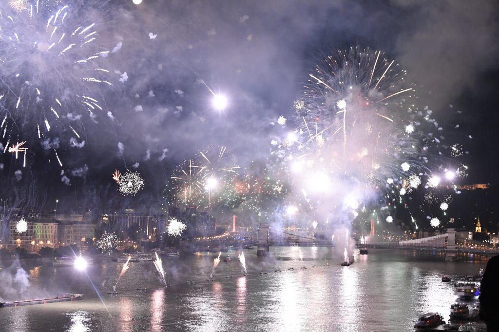 Budapest Lit Up with Legendary Fireworks Show on St Stephen's Day post's picture