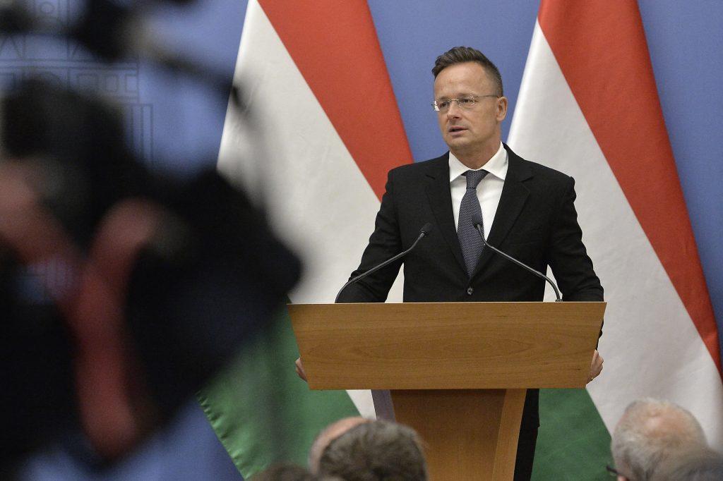 FM Szijjártó Warns of 'Vicious Circle' of Pandemic, Migration post's picture