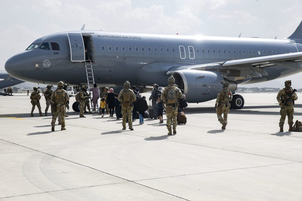 First Aircraft Involved in Afghanistan Rescue Operations Arrives in Budapest with 173 People post's picture