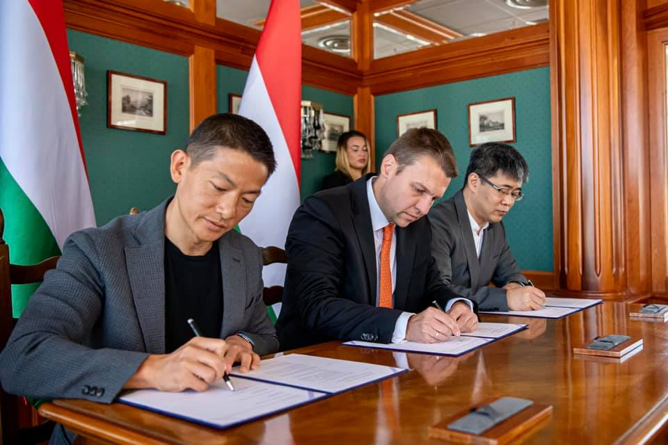 Sinopharm, Hungary Sign MoC on Preparing Vaccine Production post's picture