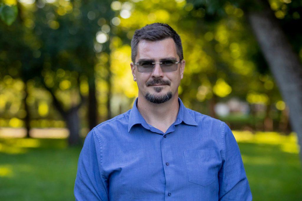 Jobbik Deputy Mayor of Ózd Apologizes for Suspected Nazi Salute Photos post's picture