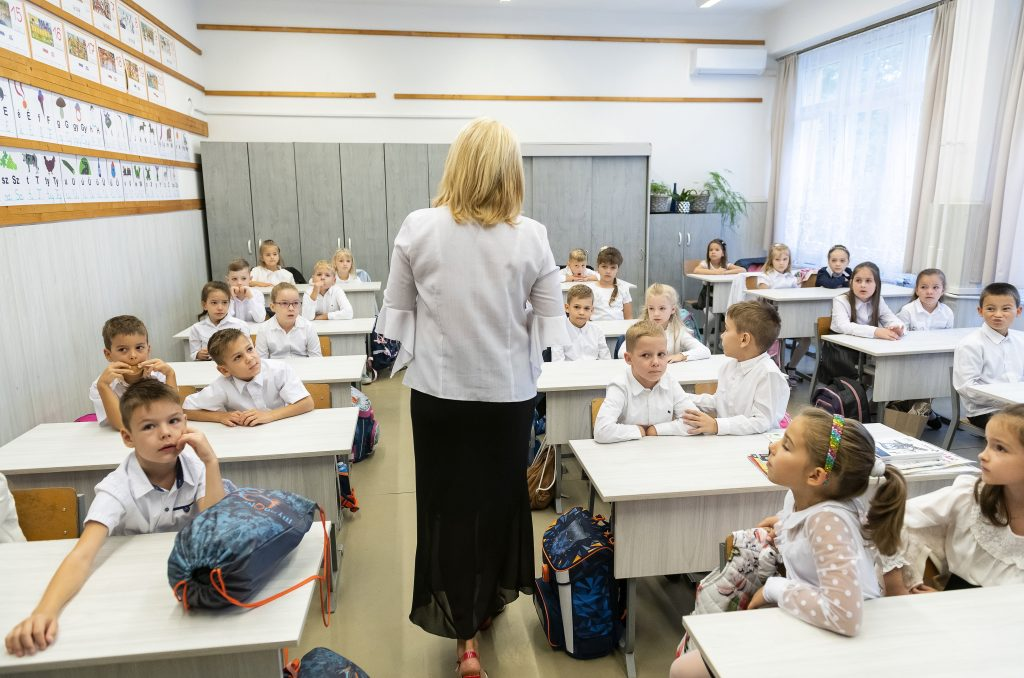 Press Roundup: School Year Kicks Off with Partisan Debates post's picture