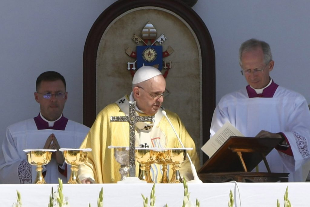 """Pope Francis: """"My wish is that you be grounded and open, rooted and considerate"""" post's picture"""