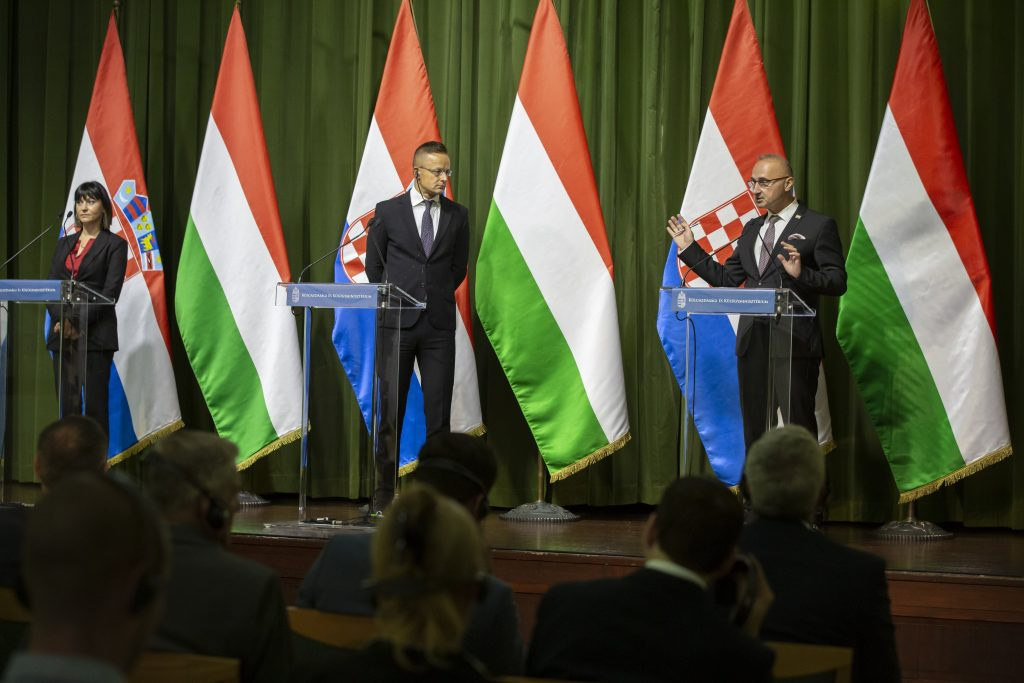 Foreign Minister Discusses Infrastructure Development with Croatian Ministers post's picture