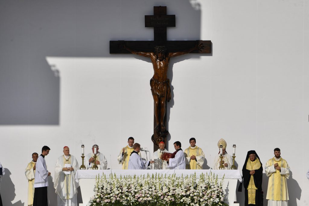 'The Eucharist is the source for the life and mission of Christians,' Cardinal Erdő at Opening Mass of 52nd International Eucharistic Congress post's picture