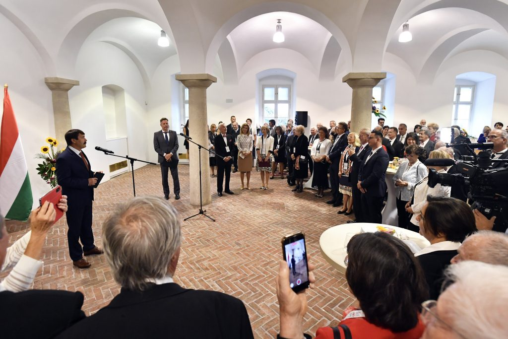 """President Áder to 'Friends of Hungary' Delegates: """"With reason, talent, will and faith we will not only subdue the epidemic but also succeed in recovery"""" post's picture"""