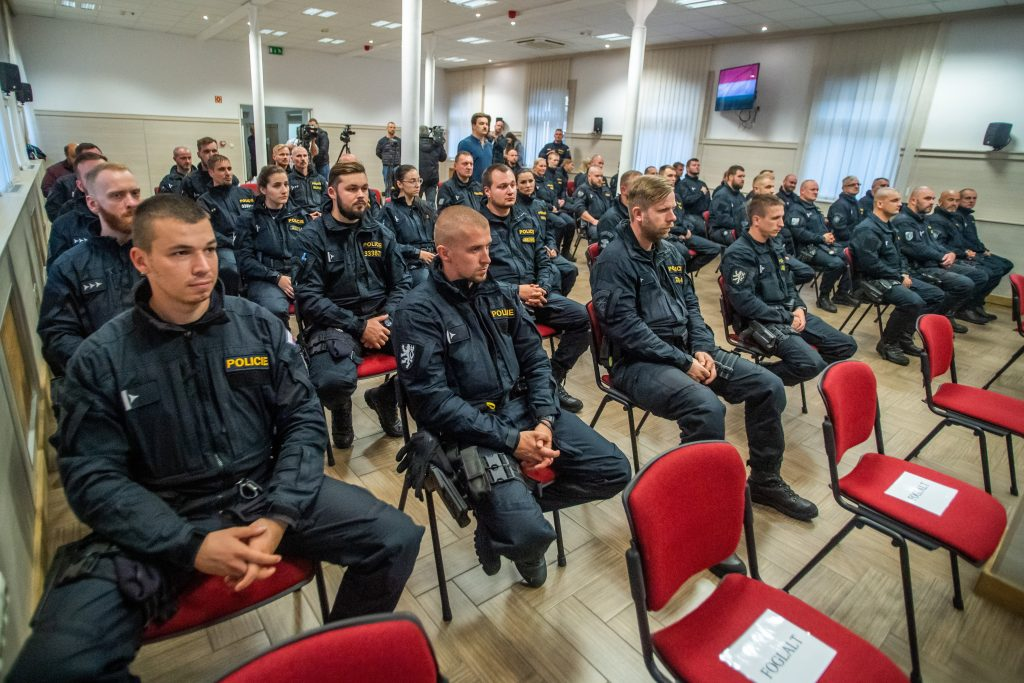 50 Czech Police Officers Arrive to Aid in Protection of Hungary's Border post's picture